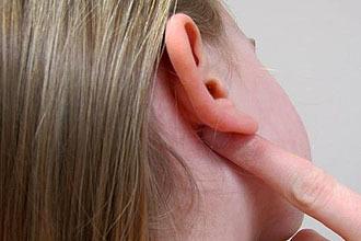 Высыпания за ушами у взрослых
