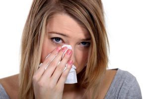 Как снять отек с глаза при аллергии