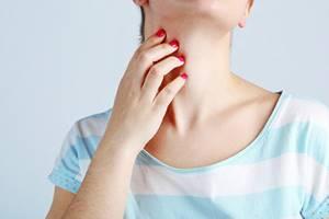 Покраснела и чешется шея