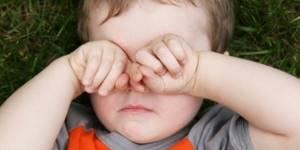 У ребенка чешется глаз