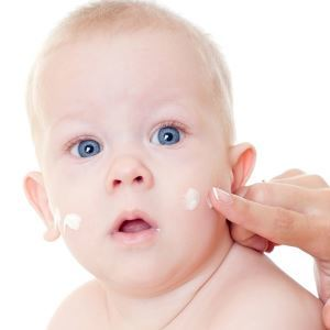 Потница или аллергия у новорожденных как отличить
